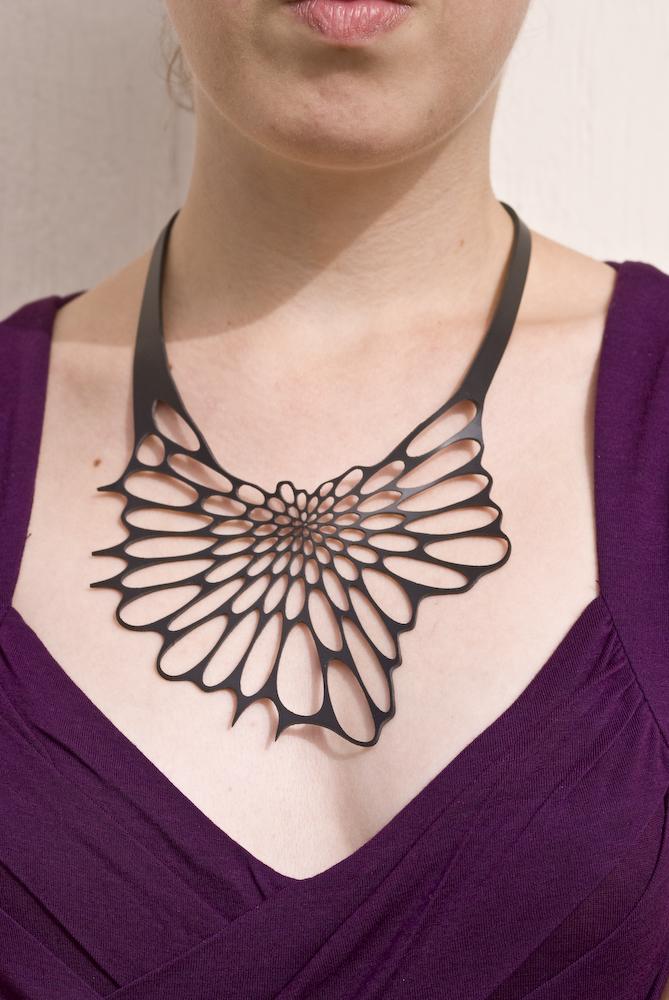 r06-organische-ketting-zwart-radiolaria-necklace